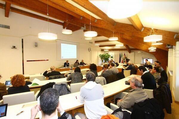 2013 incontri Antropologia di datazione radiometrica